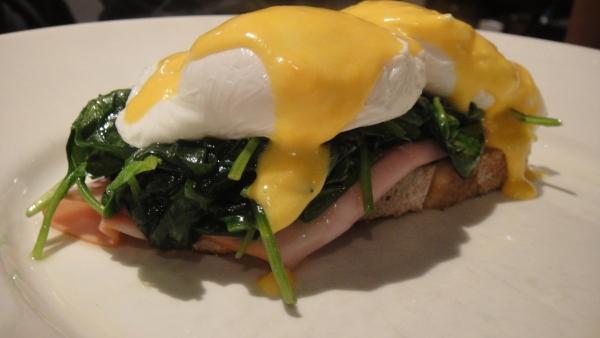 Huevos Benedict ($14)
