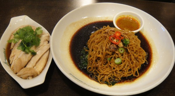 N11. Dry Curry Egg Noodle w/ Steamed Chicken ($11.90)
